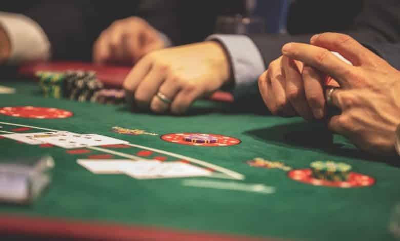 чем онлайн покер основан на